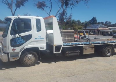 2-one-of-the-river-murray-tow-truck-fleet-moving-machinery-in-the-riverland