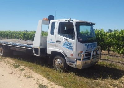 3-a-tow-truck-preparing-to-tow-a-truck-in-the-riverland